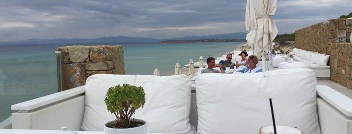 Bousoulas Beach Bar is one of Locais curtidos por Алексей.