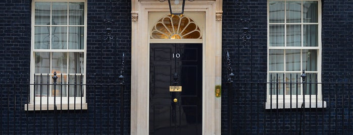 10 Downing Street is one of Londres / London.