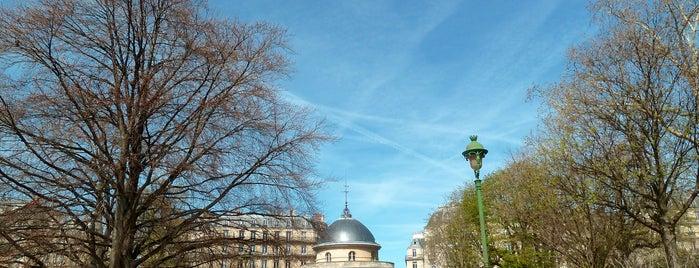 Parc Monceau is one of Paris.