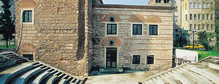 Kadin Eserleri Kutuphanesi Ve Bilgi Merkezi is one of İstanbul'un Gezilmesi Görülmesi Gereken Yerleri.
