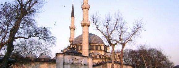 Eyüp-Sultan-Moschee is one of İstanbul'un Gezilmesi Görülmesi Gereken Yerleri.