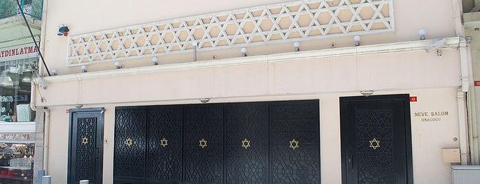 Neve Şalom Sinagogu is one of İstanbul'un Gezilmesi Görülmesi Gereken Yerleri.
