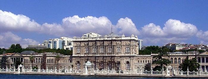 Dolmabahçe Sarayı is one of İstanbul'un Gezilmesi Görülmesi Gereken Yerleri.