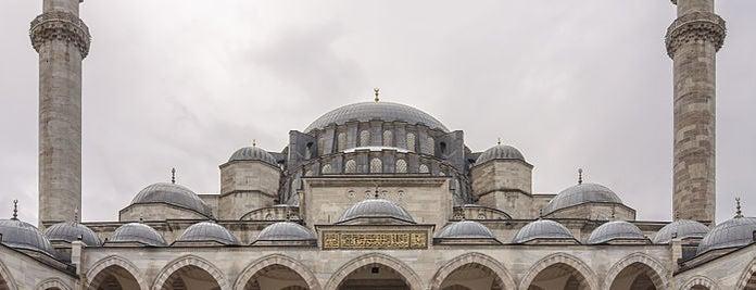 Süleymaniye-Moschee is one of İstanbul'un Gezilmesi Görülmesi Gereken Yerleri.