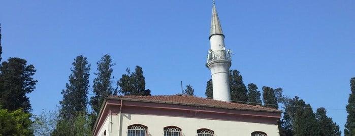Karacaahmet Camii is one of İstanbul'un Gezilmesi Görülmesi Gereken Yerleri.