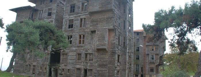 Eski Rum Yetimhanesi is one of İstanbul'un Gezilmesi Görülmesi Gereken Yerleri.
