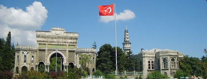 Beyazıt Meydanı is one of İstanbul'un Gezilmesi Görülmesi Gereken Yerleri.