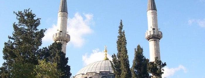 Nurbanu Valide-i Atik Sultan Camii is one of İstanbul'un Gezilmesi Görülmesi Gereken Yerleri.