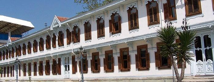 Yıldız Sarayı is one of İstanbul'un Gezilmesi Görülmesi Gereken Yerleri.