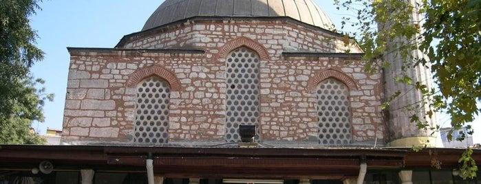 Çinili Camii is one of İstanbul'un Gezilmesi Görülmesi Gereken Yerleri.
