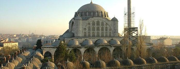 Edirnekapı Mihrimah-Sultan-Moschee is one of İstanbul'un Gezilmesi Görülmesi Gereken Yerleri.