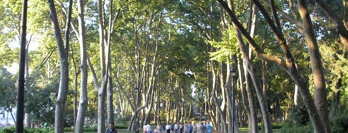 Gülhane Parkı is one of İstanbul'un Gezilmesi Görülmesi Gereken Yerleri.