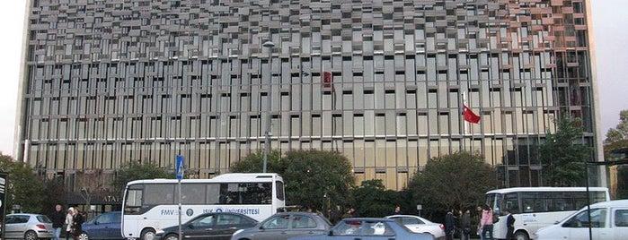 Atatürk Kültür Merkezi Önü is one of İstanbul'un Gezilmesi Görülmesi Gereken Yerleri.