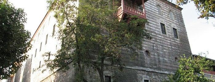 Museum für türkische und islamische Kunst is one of İstanbul'un Gezilmesi Görülmesi Gereken Yerleri.