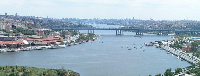 Pierre Loti Tepesi is one of İstanbul'un Gezilmesi Görülmesi Gereken Yerleri.