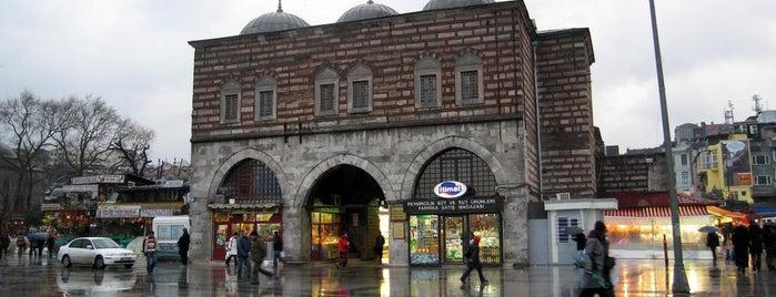 Mısır Çarşısı is one of İstanbul'un Gezilmesi Görülmesi Gereken Yerleri.