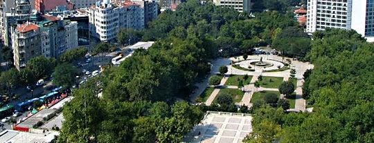 Taksim Gezi Parkı is one of İstanbul'un Gezilmesi Görülmesi Gereken Yerleri.