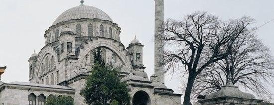Ayazma Camii is one of İstanbul'un Gezilmesi Görülmesi Gereken Yerleri.