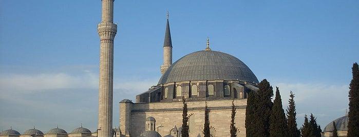 Yavuz Sultan Selim Camii is one of İstanbul'un Gezilmesi Görülmesi Gereken Yerleri.