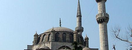 Yeni (Valide-i Cedid) Camii is one of İstanbul'un Gezilmesi Görülmesi Gereken Yerleri.