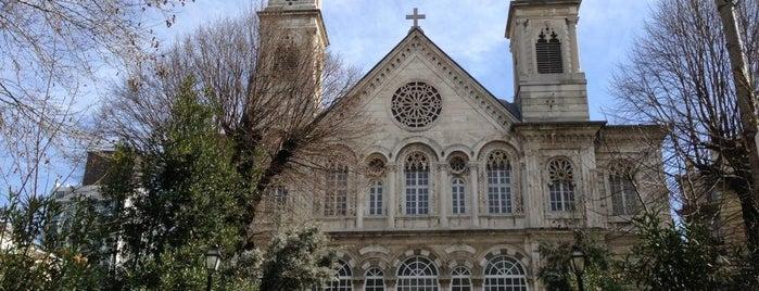 Aya Triada Rum Ortodoks Kilisesi is one of İstanbul'un Gezilmesi Görülmesi Gereken Yerleri.