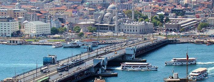 Galata Brücke is one of İstanbul'un Gezilmesi Görülmesi Gereken Yerleri.