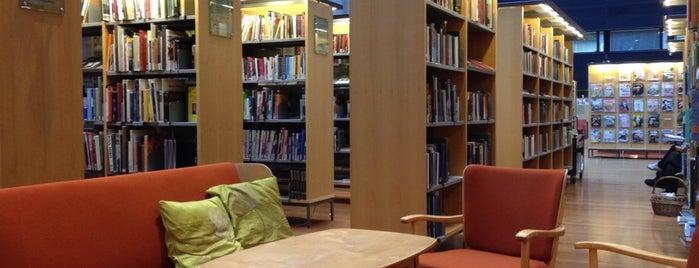 Arabianrannan kirjasto is one of Sallaさんのお気に入りスポット.