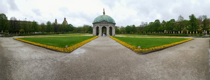 Hofgarten is one of สถานที่ที่ Alina ถูกใจ.