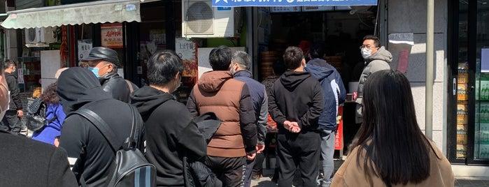 老上海弄堂菜 is one of Shanghai.