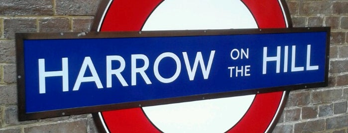 Harrow-on-the-Hill London Underground Station is one of สถานที่ที่ Carl ถูกใจ.