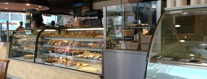Cascade Café is one of สถานที่ที่ John ถูกใจ.