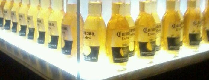 Corona Sport Bar is one of lugar.