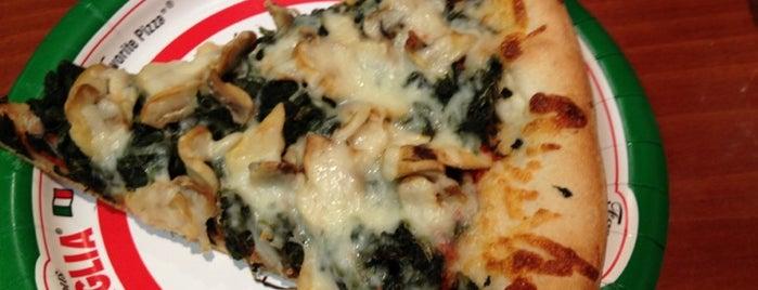 Famous Famiglia Pizzeria is one of Orte, die mubasen gefallen.