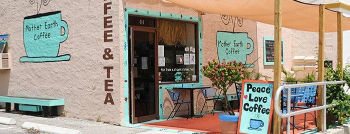 Mother Earth Coffee & Gifts is one of Jacquie'nin Kaydettiği Mekanlar.