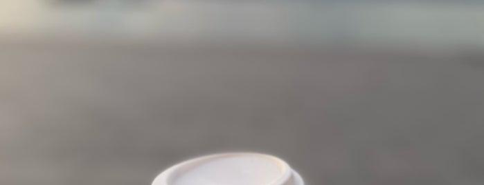 Starbucks is one of Tempat yang Disukai Selin.