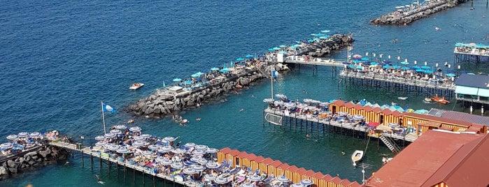 Leonelli's Beach is one of Tempat yang Disukai Mesrure.