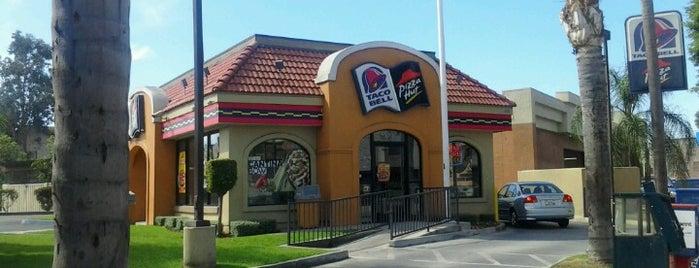 Taco Bell is one of Tempat yang Disukai Cesiah.