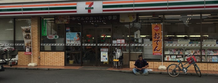 7-Eleven is one of Locais curtidos por Minami.