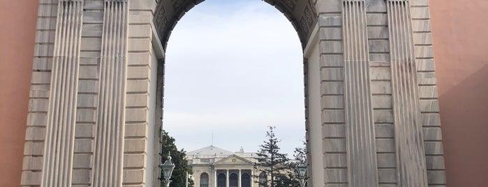 Dolmabahçe Sarayı Bahçesi is one of Tempat yang Disukai Buket.