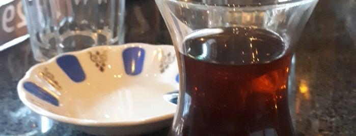 Robert's Coffee is one of Lieux qui ont plu à hakan.