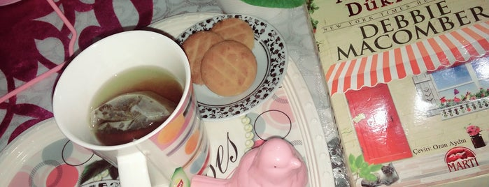 💜Ana Yorgi😇 💜 is one of Bi kahve molasi :).
