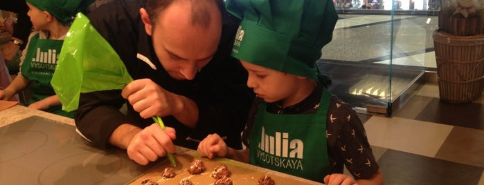 Кулинарная студия Юлии Высоцкой is one of Lieux qui ont plu à Annette.