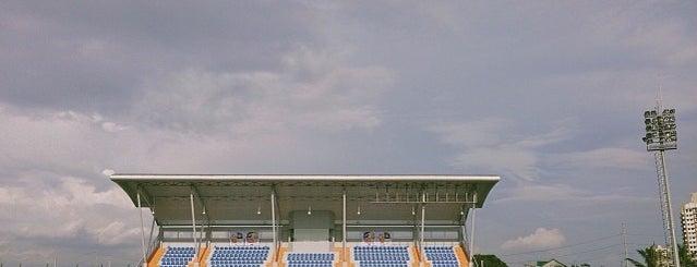 Emperador Stadium is one of Locais curtidos por Jerome.