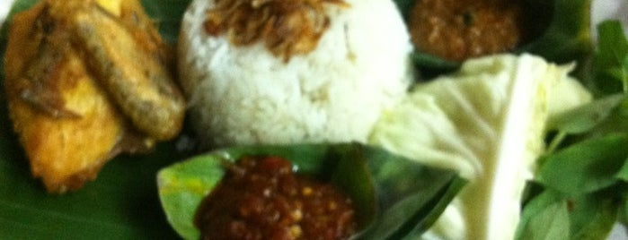 Nasi Uduk OK is one of Tempat yang Disukai Hana.