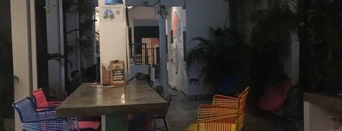 Republica Hostel is one of สถานที่ที่ Araceli ถูกใจ.