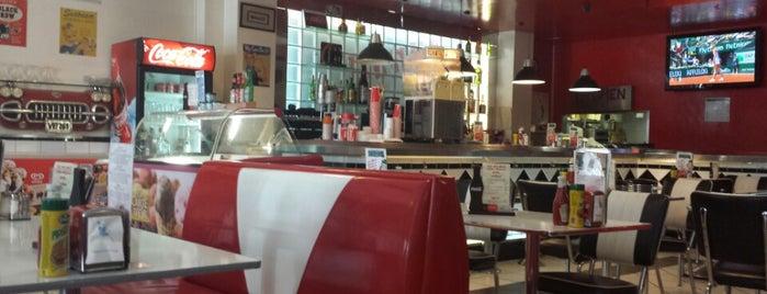 Diner is one of Tempat yang Disukai Tomas.