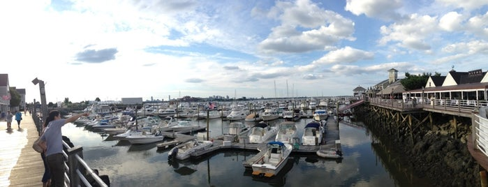 Port 305 is one of Locais curtidos por Hany.