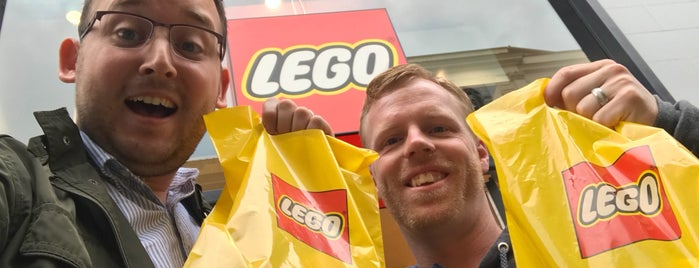 Lego Store is one of Locais curtidos por Kawika.