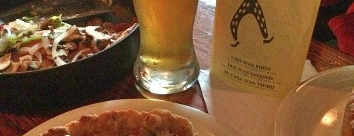 Uno Pizzeria & Grill - Chicago is one of Locais salvos de Ivs.