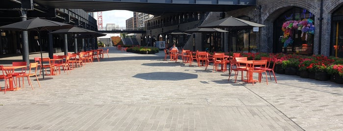 Coal Drops Yard is one of Lieux sauvegardés par Sevgi.